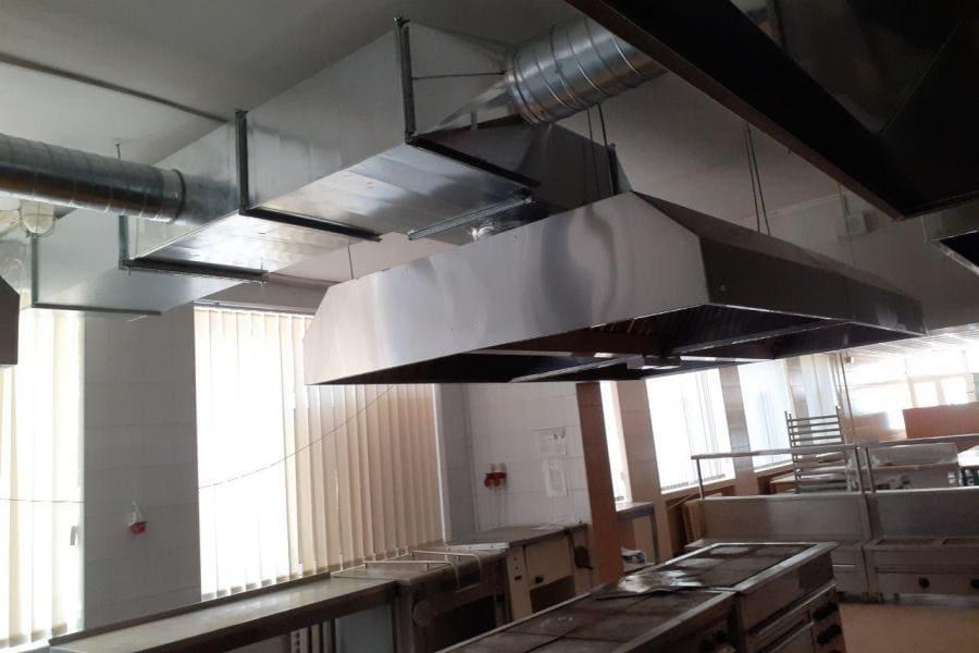 монтаж вентиляції на кухні