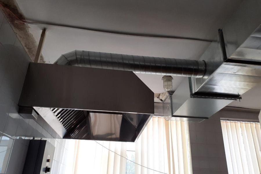 Монтаж вентиляции в школе
